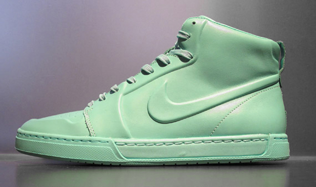 likes: mint colored sneakers from Nike